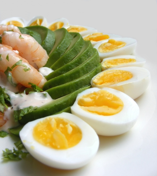 eggs avocado prawns 530w jpg
